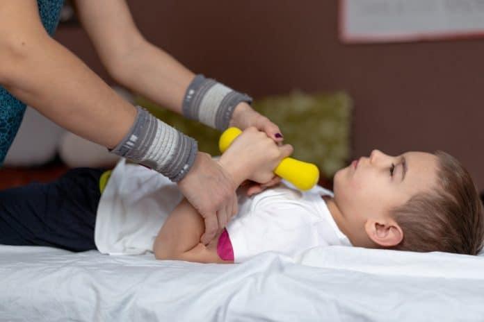Quand faut-il consulter un kinésithérapeute pour son enfant ?