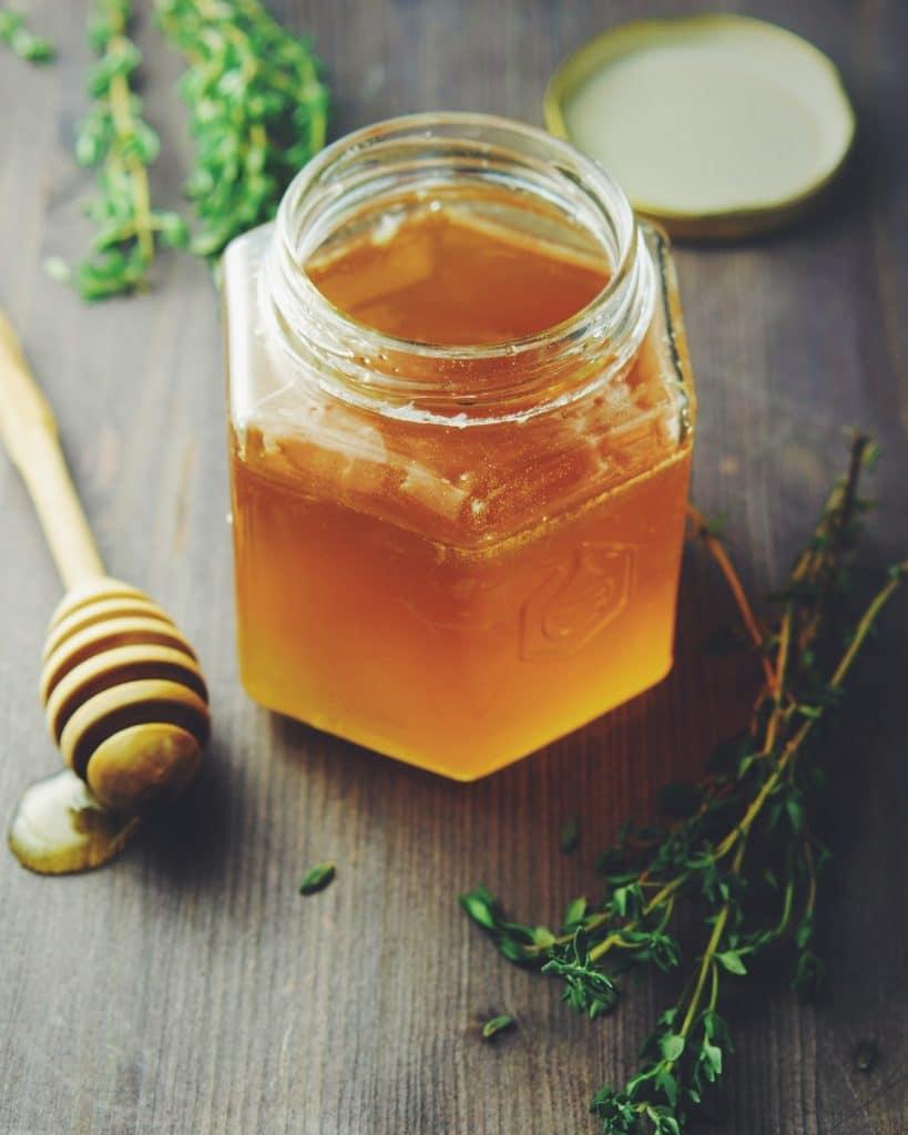 Mettre son miel en pot : les indispensables