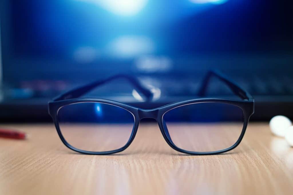 Comment fonctionnent les lunettes anti lumière bleue ?