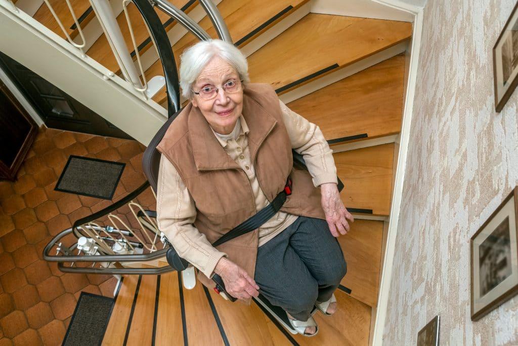 Le monte-escalier comme aide à la mobilité