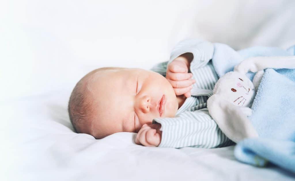 Couette chaude d'hiver pour un bébé de quelques mois