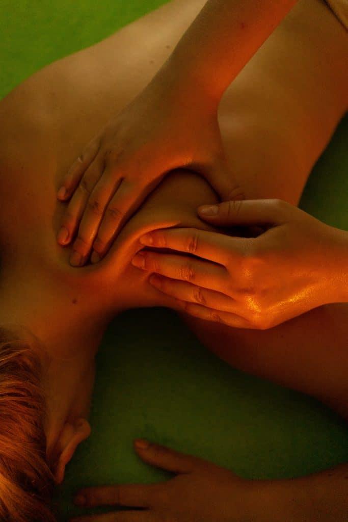 Qu'est-ce que le massage naturiste ?