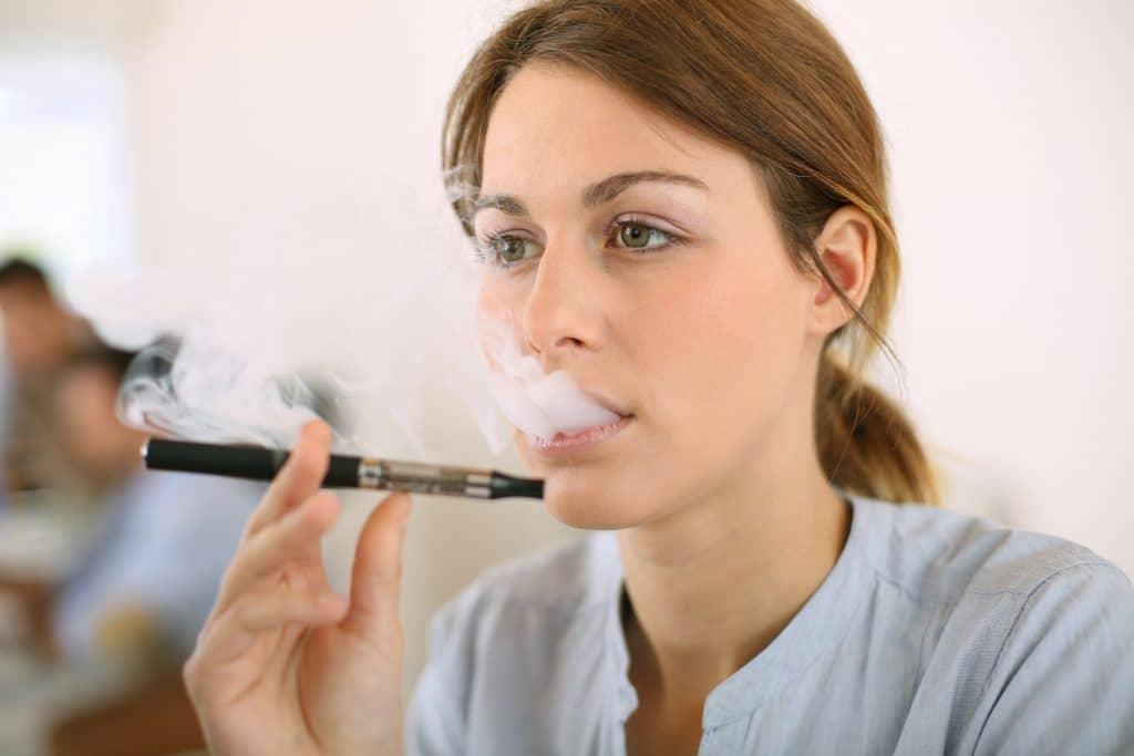 Arrêter de fumer grâce à la cigarette électronique : c'est possible ?
